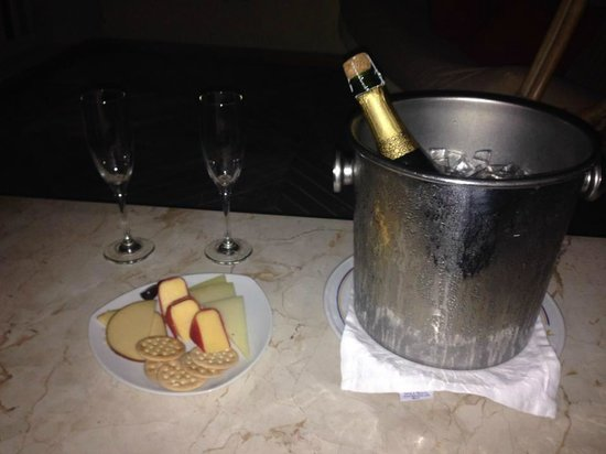 Iberostar Grand Hotel Rose Hall : Champagne and Cheese from our Butler