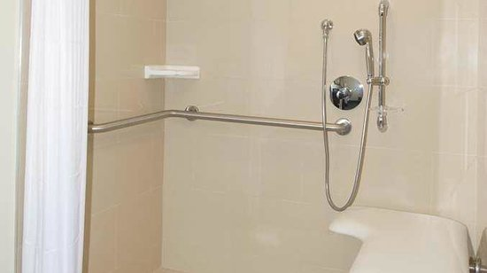 DoubleTree by Hilton Los Angeles Westside: Accessible Roll in Shower