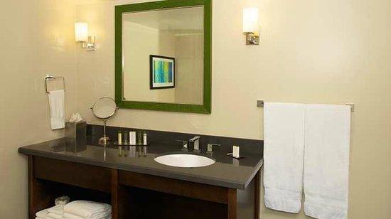 DoubleTree by Hilton Los Angeles Westside: Guest Room Bathroom