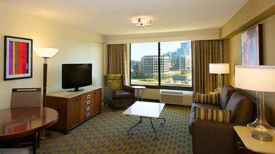 DoubleTree by Hilton Los Angeles Westside: One Bedroom Suite Living Room