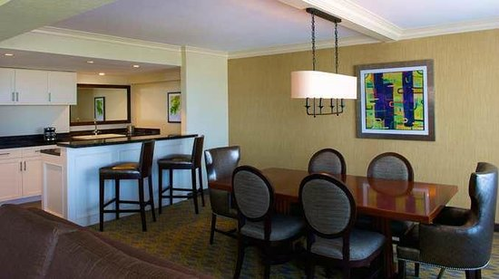 DoubleTree by Hilton Los Angeles Westside: Presidential Suite Dining Area