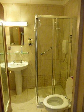 Corriegour Lodge Hotel: Room 1 Bathroom