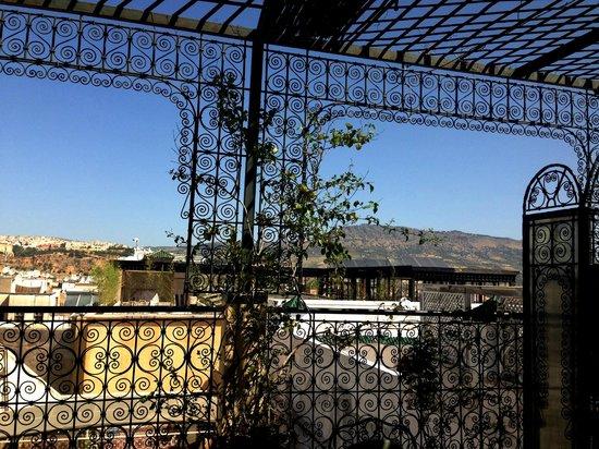 Riad La Perle De La Medina: Rooftop Terrace overlooking Fes
