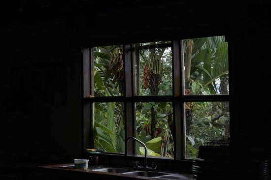 Princesa de la Luna Eco Lodge: Rainy day in the kitchen