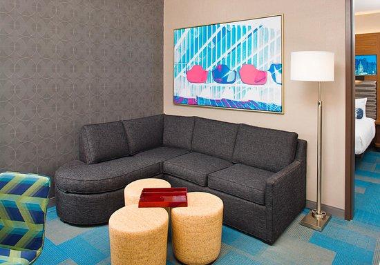 Aloft Beachwood: Aloft Parlor Suite