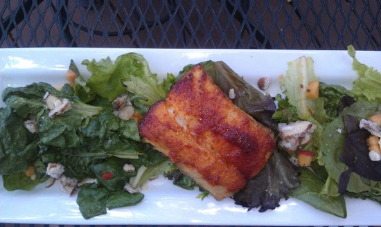 Sweet Pea Market and Restaurant: Halibut with stone-fruit salsa