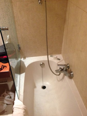 """Club Med Da Balaia : Salle de bain pas très """"luxe"""""""
