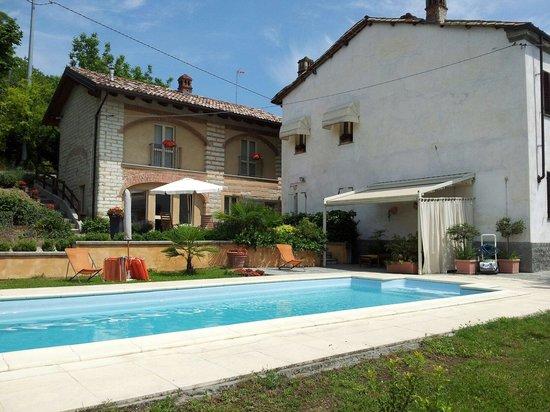 Ca' San Sebastiano Wine Resort & Spa: Struttura di fronte a quella principale