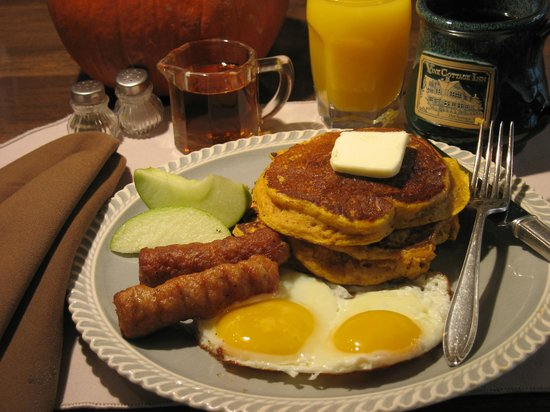 Vine Cottage Inn: Breakfast Anyone?