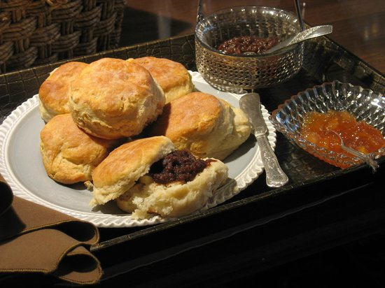 Vine Cottage Inn: Biscuits and Spreads