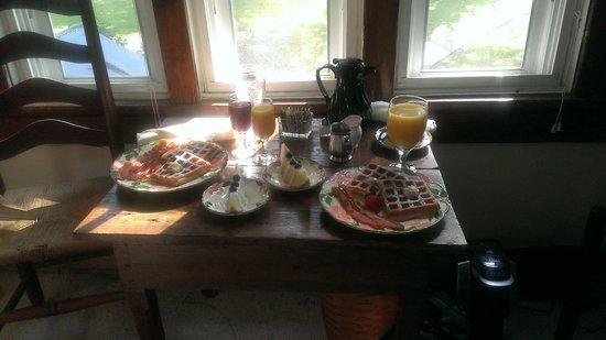 Prospect Hill Plantation Inn: Breakfast