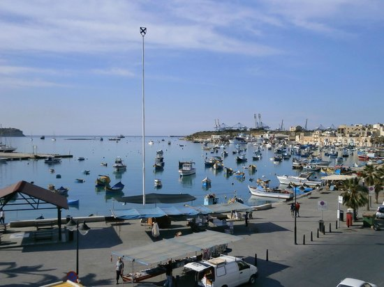 Duncan Guest House : The view of Marsaxlokk harbour from Duncan's roof