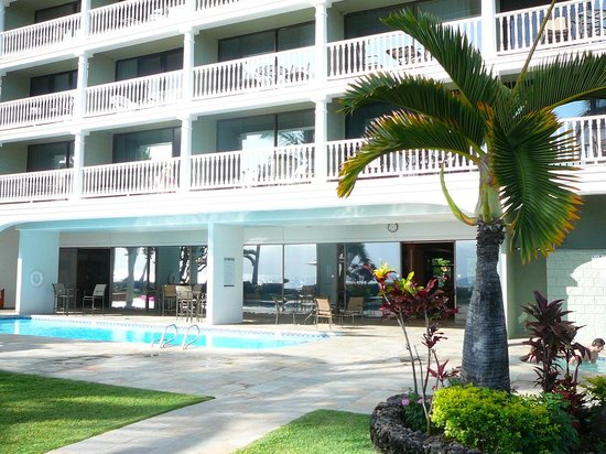 Lahaina Shores Beach Resort : Beach side