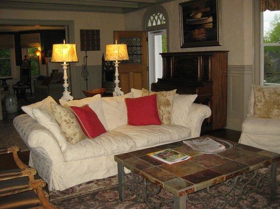 Brandt House : Sitting