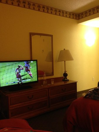 Country Inn & Suites By Carlson, Port Canaveral: TV and vanity