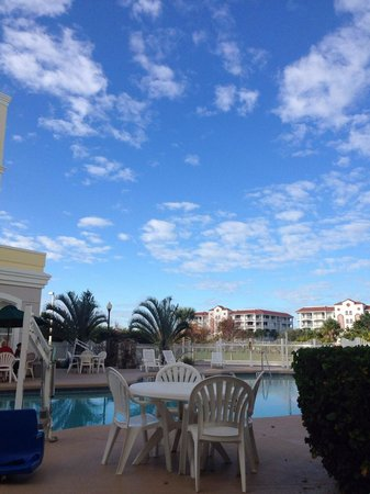 Country Inn & Suites By Carlson, Port Canaveral : View from pool patio
