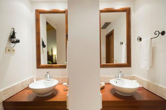 Sercotel Villa de Laguardia Hotel : Baño