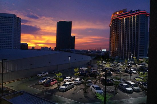 Centara Grand at Central Plaza Ladprao Bangkok : view from Central Plaza shopping mall