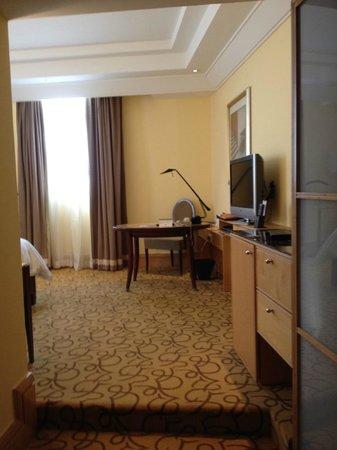 The Fullerton Hotel Singapore: Room main area
