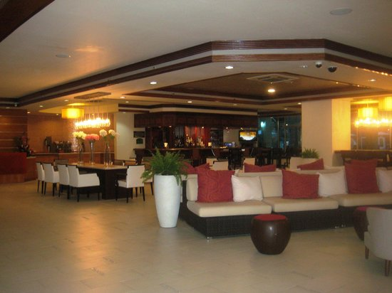 Radisson Hotel Trinidad: Lobby area on ground floor