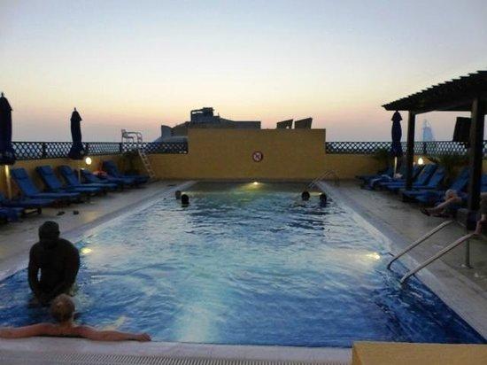 Citymax Al Barsha: Roof Pool at late evening