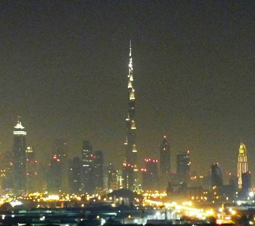 Citymax Al Barsha: Nightview to the Burj Khaliva area from the Roofpool