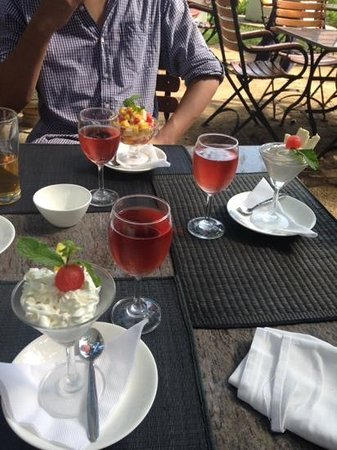 Old Harbour Hotel Restaurant: deserts followed by glass of rose in the sun!