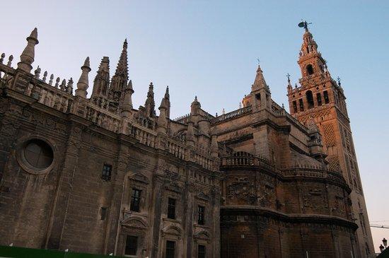 Torre Giralda : LA CATEDRAL Y LA GIRALDA DE SEVILLA