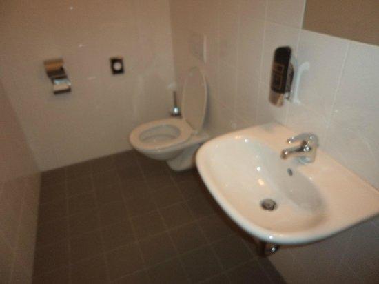 A&O Wien Hauptbahnhof: Casa de banho secundária