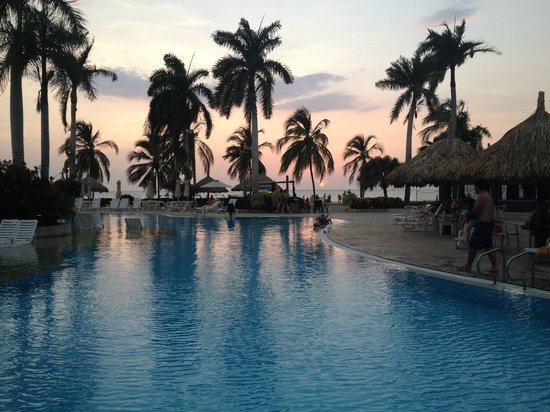 Zuana Beach Resort: hermoso atardecer