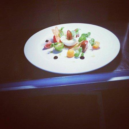 The Angel Inn: Mozzarella, Heirloom tomato salad