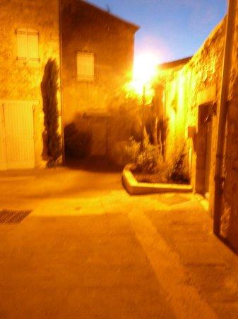 Les Rouvieres : saint paul trois châteaux la nuit, magnifique