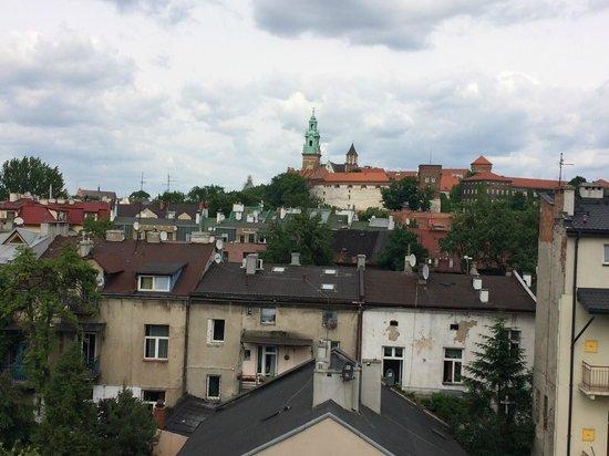 Benefis: widok na Wawel z pokojowego balkonu