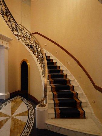 Burj Al Arab Jumeirah: Beautiful staircase