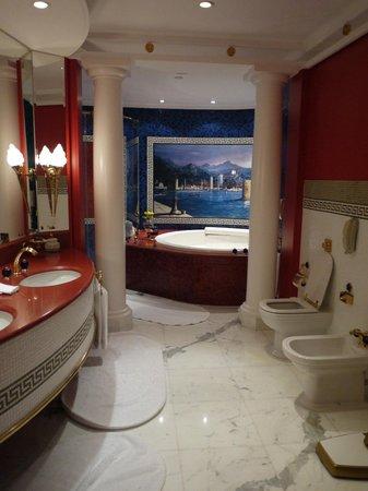 Burj Al Arab Jumeirah: The bathroom suite