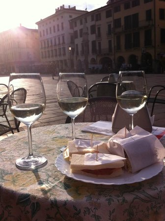 Majestic Hotel Toscanelli : Apperitivi on the piazza near by