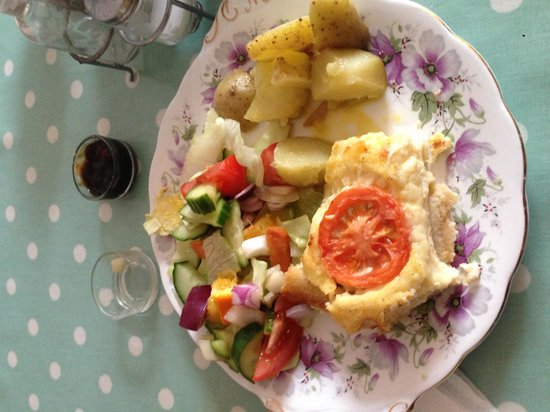 Biddys' Tearooms: Delicious quiche and salad