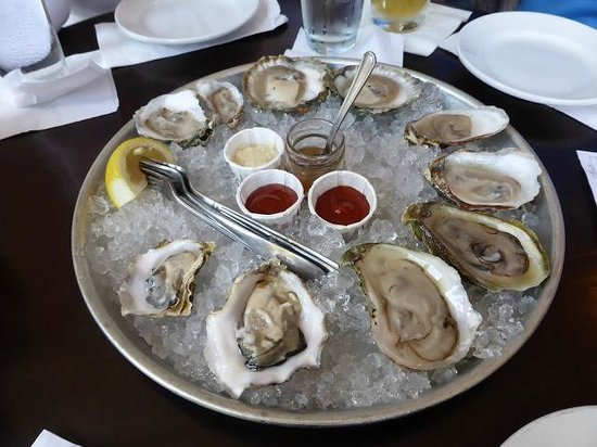 Thames Street Oyster House: Fresh Oysters