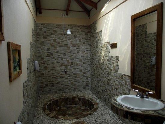 Hotel Cerro Lodge: salle de bain