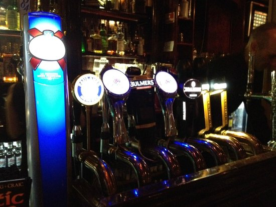 The Old Storehouse Bar & Restaurant: ice cold taps...