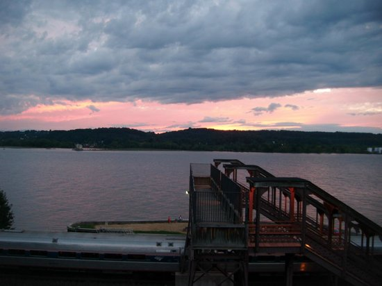 The Rhinecliff: Sunset