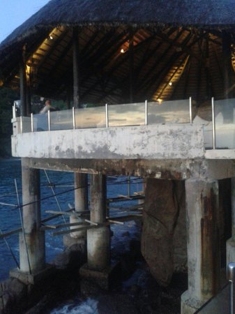 Sunset Beach Hotel : Struttura in decadenza