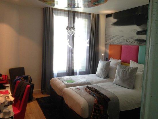 """Lyric Hotel Paris: le lit d'une chambre """"supérieure"""""""