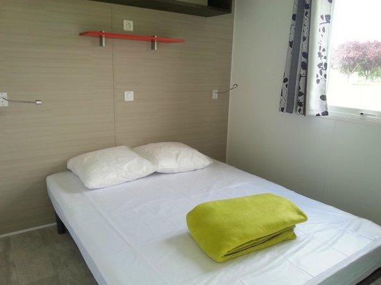 Camping Loire et Chateaux : Mobil home chambre 1