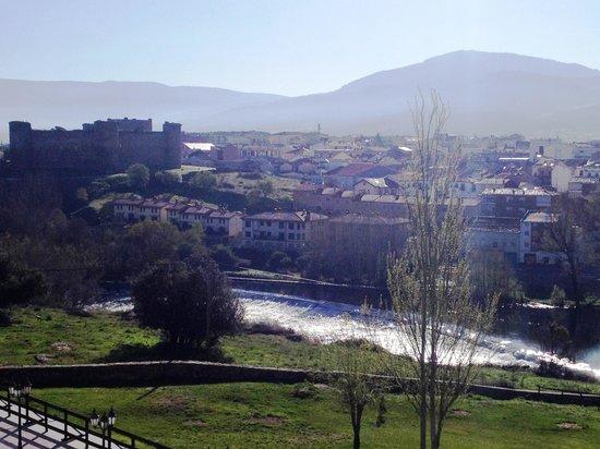 Hotel Mirador de Gredos: Vista del pueblo desde la habitacion