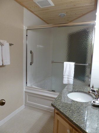 Bluefin Bay on Lake Superior: Bathroom