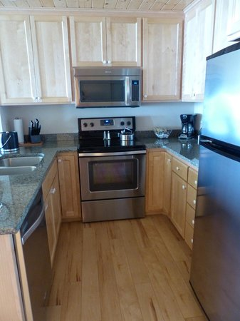 Bluefin Bay on Lake Superior: Kitchen