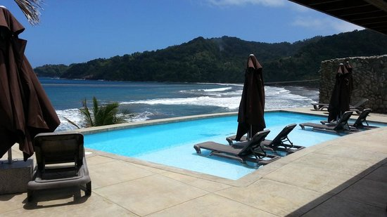 Pagua Bay House Oceanfront Cabanas: view from restaurant/pool/bar area