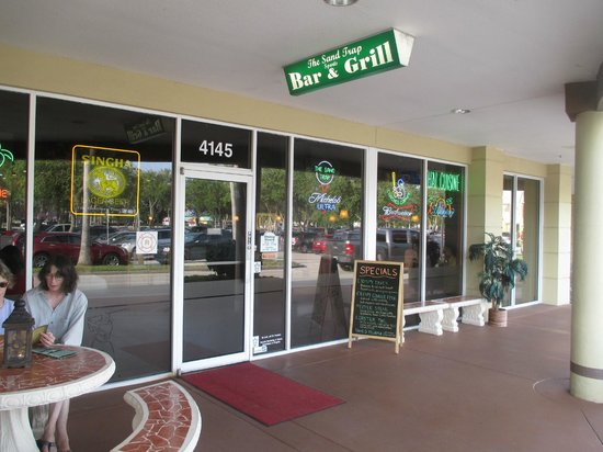 The Sand Trap Sports Bar and Grill : Exterior View