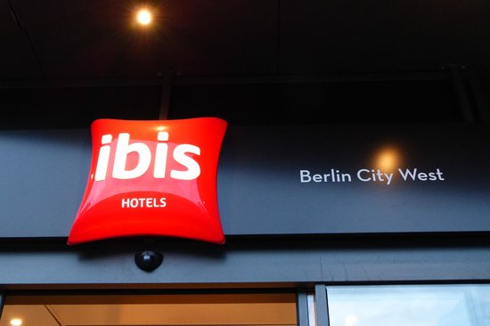 Ibis Berlin City West: The Ibis logo at the entrance.
